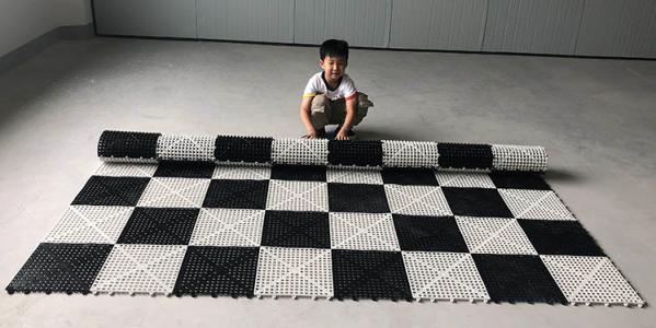 Пластиковая прорезиненная шахматная доска